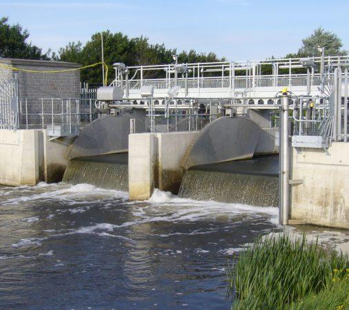 Tilting Weirs